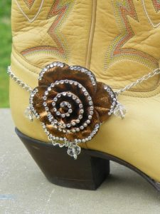 Brown Gold Bling Flower Cowboy Cowgirl Boot Jewelry with Silver Chain & Beads från Ebay